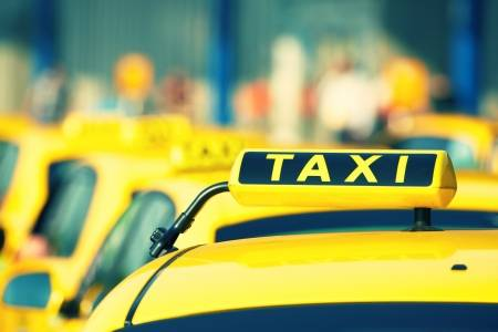 20440692-taxi-cars-are-waiting-in-row-on-the-street-selective-focus